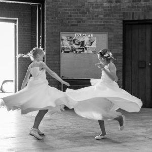 Demoiselles d'honneur en train de danser