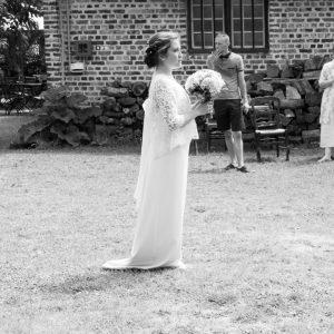 Lancé de bouquet mariage en noir et blanc