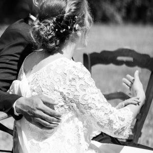 Détail robe mariée en noir et blanc