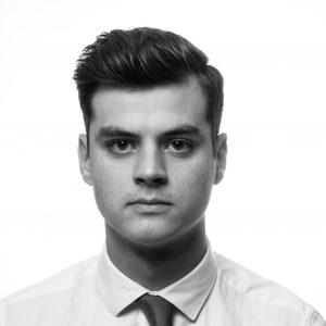 Portrait Corporate homme en noir et blanc, façon Steve Jobs