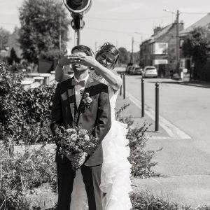 Remise du bouquet en noir et blanc