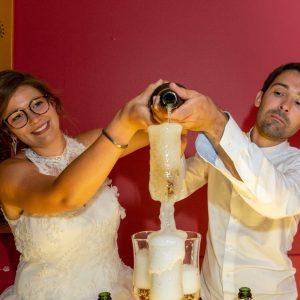 Les mariés servant le champagne, fontaine de champagne
