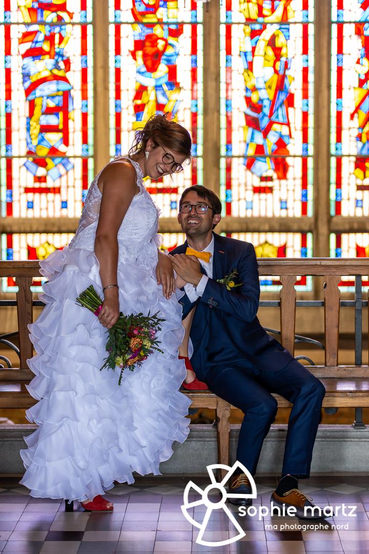 Photos de couple de mariés dans le hall de la mairie
