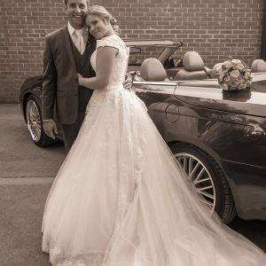 Photo de mariés dans le nord, briques et en sépia