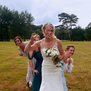 photo décalée de la mariée et ses demoiselles d'honneur