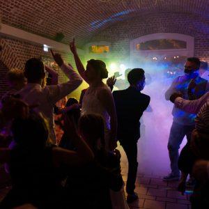 Photo de soirée de mariage, danse des invités